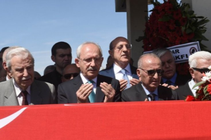 Kılıçdaroğlu, Devlet Eski Bakanı Emrem Ceyhun'un cenaze namazına katıldı