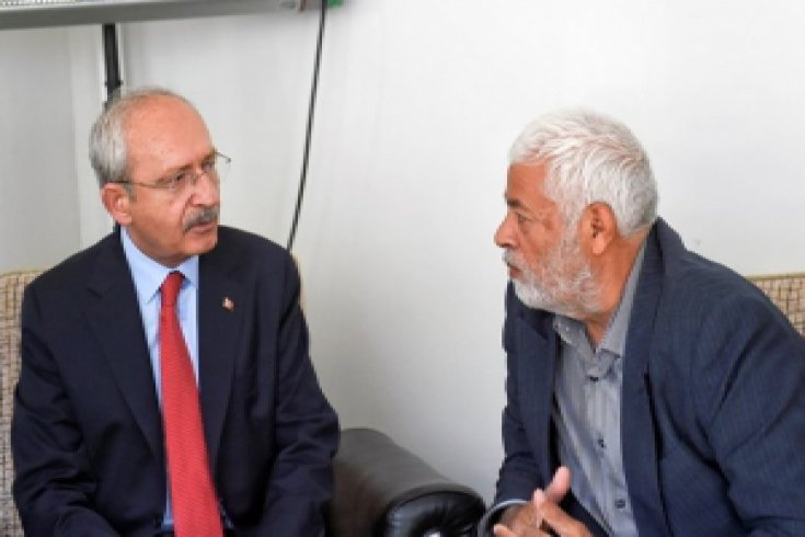 Kılıçdaroğlu, Gaziantep'te Şehit Yüzbaşı Fuat Oğuzcan'ın ailesine taziye ziyaretinde bulundu