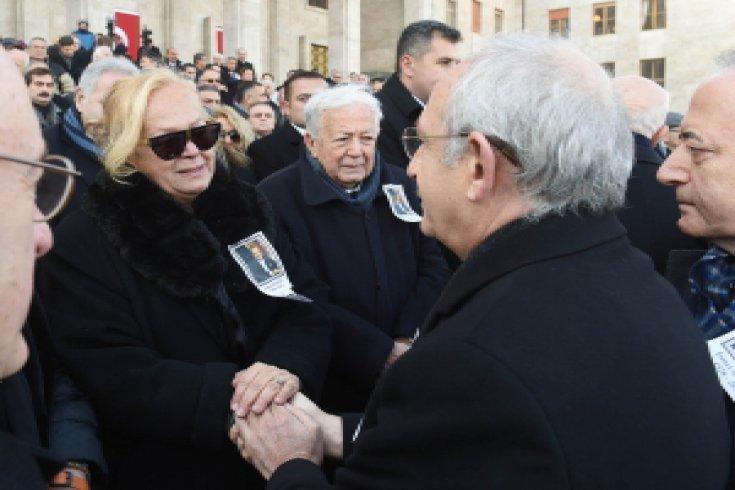 Kılıçdaroğlu, İsmet Sezgin için TBMM'de düzenlenen cenaze töreninde