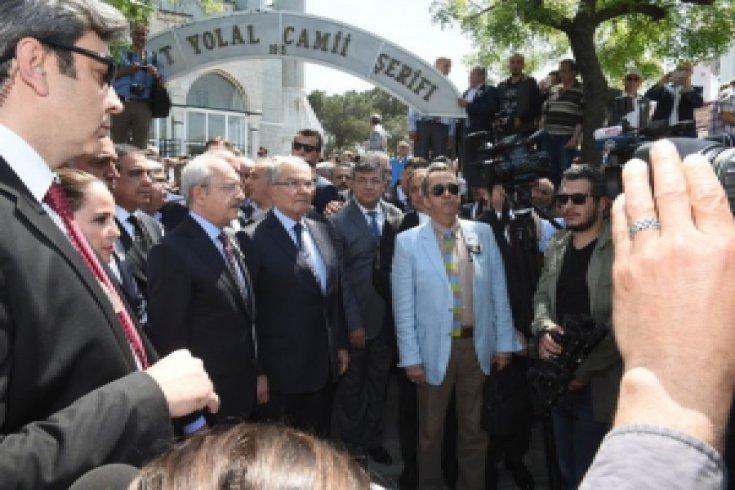 Kılıçdaroğlu, İstanbul eski Belediye Başkanı Ahmet İsvan'ın cenaze namazına katıldı