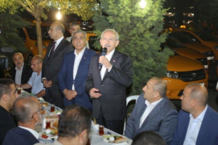 Kılıçdaroğlu, İstanbul'da taksi şoförleriyle birlikte sahur yaptı