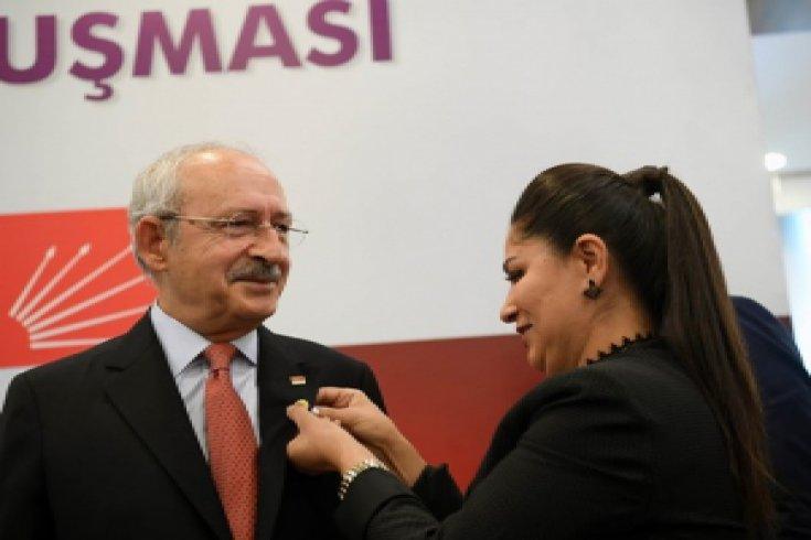 Kılıçdaroğlu, kadın muhtarlarla bir araya geldi