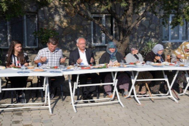 Kılıçdaroğlu, Kocadere köylüleriyle kahvaltı yaptı
