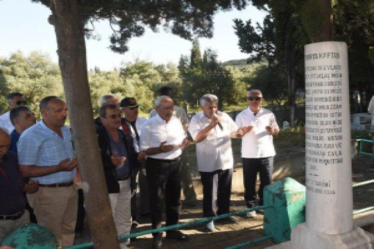 Kılıçdaroğlu Kuvvayı Milliye kahramanı Yahya Kaptan'ın mezarını ziyaret etti
