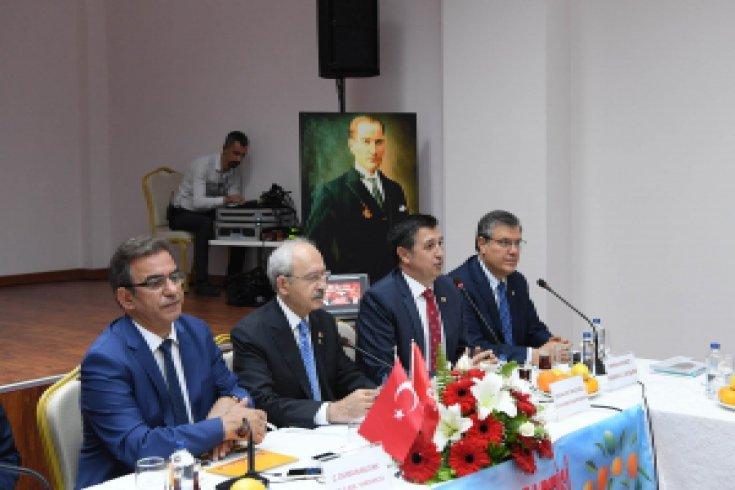 Kılıçdaroğlu, Mersin'de düzenlenen Narenciye Çalıştayı'na katıldı