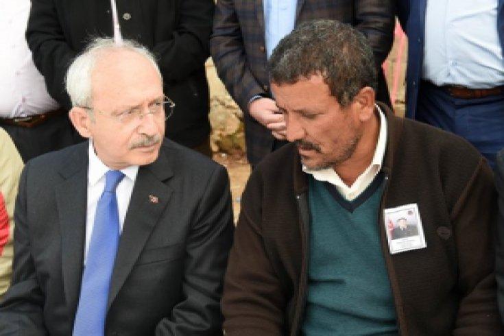 Kılıçdaroğlu, şehit düşen Mehmet Yavşan'ın babaevine taziyede bulundu