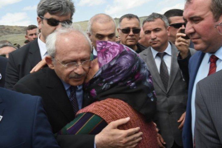 Kılıçdaroğlu, Şehit Pilot Dilaver Karsavuranoglu için düzenlenen cenaze namazına katıldı