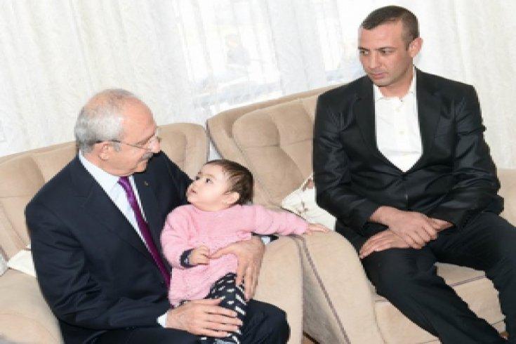 Kılıçdaroğlu, Şehit Polis Mehmet Dama'nın ailesine taziye ziyaretinde bulundu