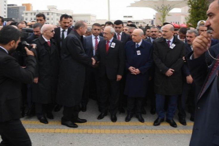 Kılıçdaroğlu, şehit Yüzbaşı Mustafa Erdal'ın cenaze törenine katıldı