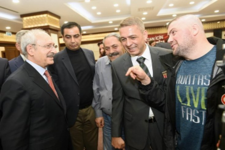 Kılıçdaroğlu,18 Mart Çanakkale Şehitlerini Anma Günü nedeniyle gaziler ve şehit yakınlarıyla bir araya geldi