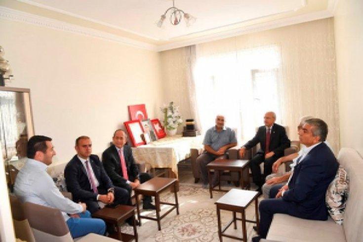 Kılıçdaroğlu'dan şehit Selim Topal'ın ailesine taziye ziyareti