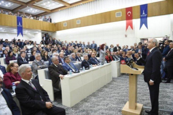 Kılıçdaroğlu'ndan İzmir Büyükşehir Belediyesi'ne geçmiş olsun ziyareti