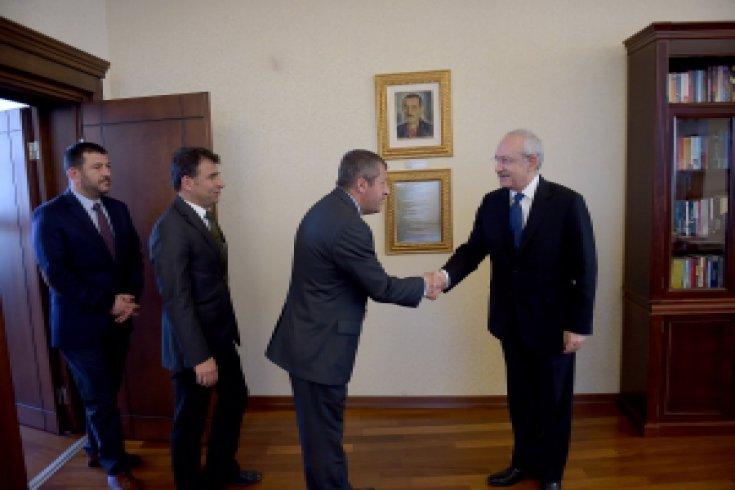 Kılıçdaroğlu'nu, Eğitim-Sen Genel Başkanı Kamuran Karaca ziyaret etti