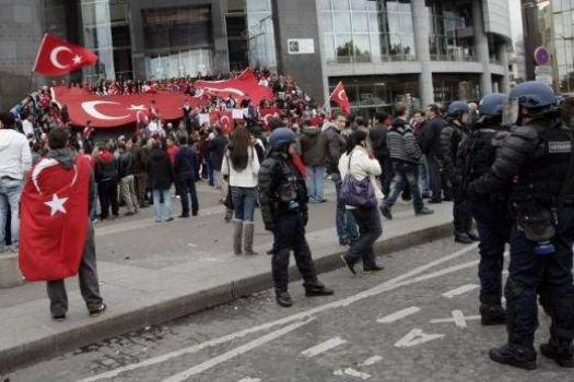PKK Paris'te Türklere saldırdı!