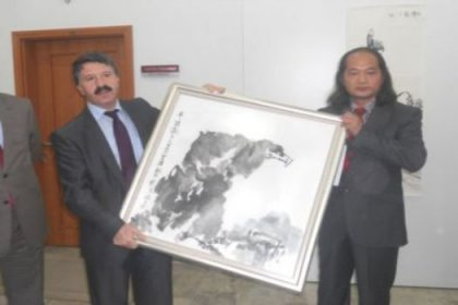 Çinli Akademisyen Erzurum'da Resim Sergisi Açtı