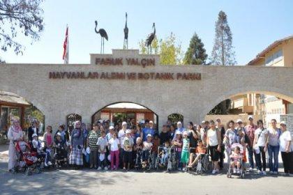 Engelli Çocuklar Hayvan Sevgisini Öğrendi