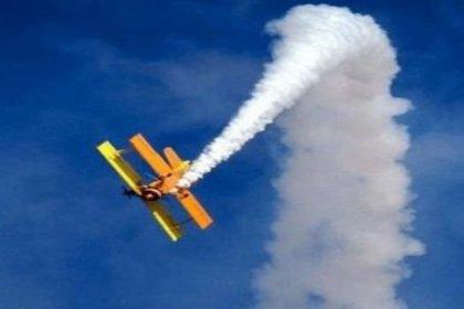 Yarış uçağı izleyicilere çarptı