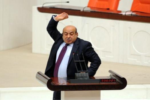 BDP'li Kaplan kürsüde bardak kırdı