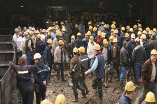 Hakkını alamayan madenci ocağa kapandı