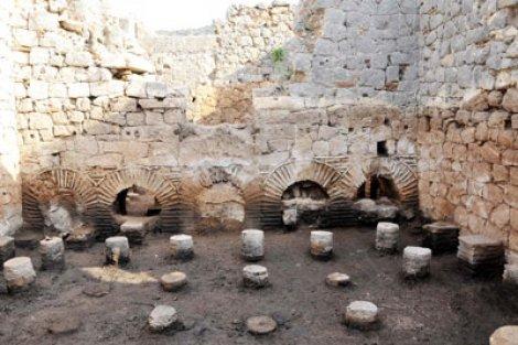 Myra'da zeminden ve duvar içi ısıtmalı hamam bulundu