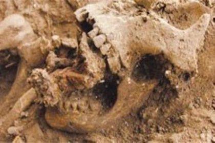 800 yıllık cadı iskeleti bulundu