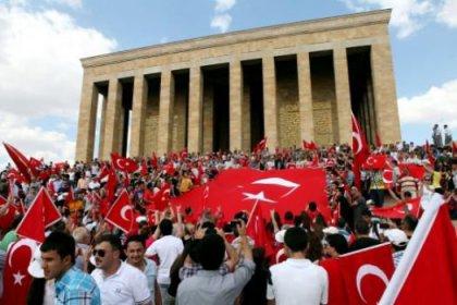 Binlerce kişi Anıtkabir'e yürüdü
