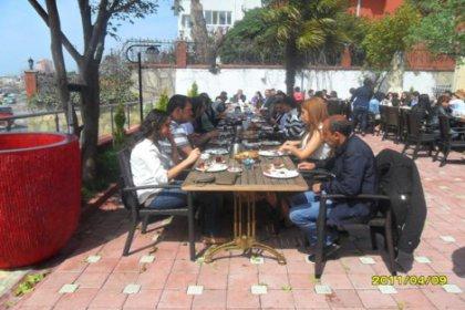 CHP Kartal Gençlik Örgütü kahvaltıda bir araya geldi