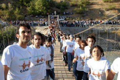 Devrimci Gençlik Köprüsü'ne saldırı