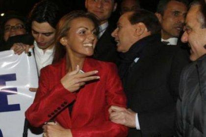 Gece gelip Berlusconi'yi teselli etti