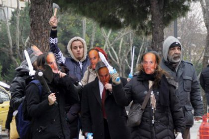 Göztepe'de cami planına baltalı protesto