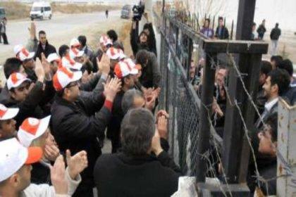 İşçileri fabrikaya kilitledi