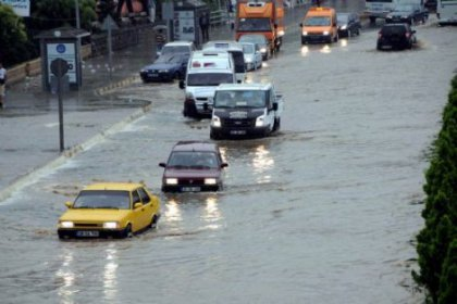 İzmir'i Sel Aldı