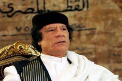 Kaddafi: Libya'dayım ve savaşacağım