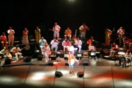 Kardeş Türküler'in konser geliri depremzedeye