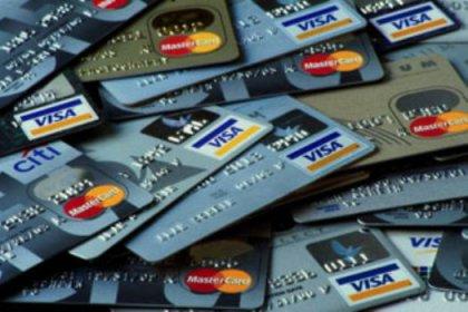 Kredi kartıyla geçinen yandı