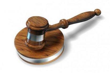 Mahkeme başkanı cübbesini çıkarttı