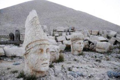 Nemrut'un heykelleri aşağı iniyor