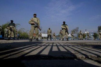 Pakistan'da polis karakoluna saldırı: 3 ölü