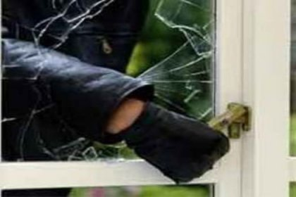 Polisin çaldığı kapıyı hırsız açtı