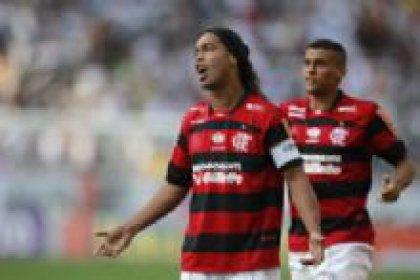Ronaldinho ile el sıkıştılar