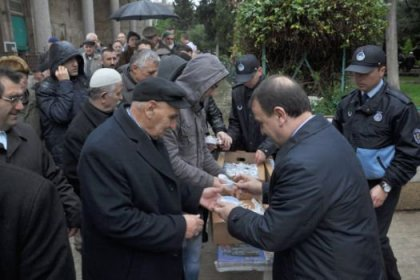 Silivri Belediyesi 16 bin aşure dağıttı