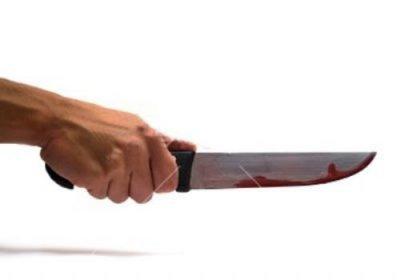 Şüphelendiği eşini 7 bıçak darbesiyle öldürdü