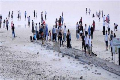 Turistlerin Tuz Gölü merakı