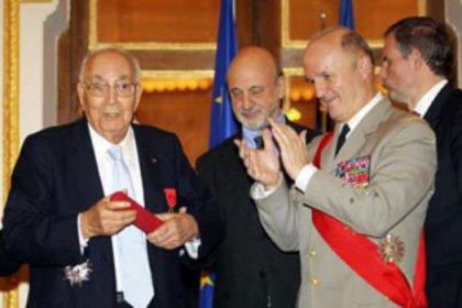 Yaşar Kemal'e Fransa'dan büyük nişan
