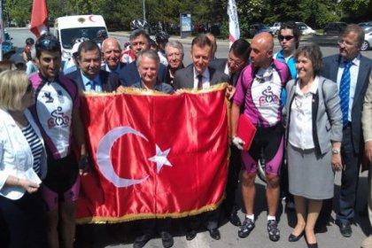 '19 Mayıs Bayramı'na ve bayrağa yasak olmaz'