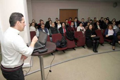 Belediye personeline etkili konuşma dersi verdi
