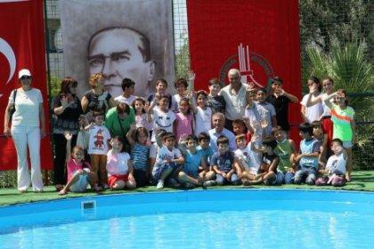 Karşıyakalı çocukların havuz sevinci