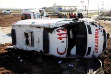 Kontrolden çıkan ambulans devrildi