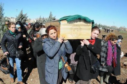 Öldürülen kadını, kadınlar defnetti