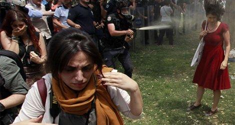 'Kırmızılı Kadın' o anı anlattı: Amir 'sık' dedi, polis coştu